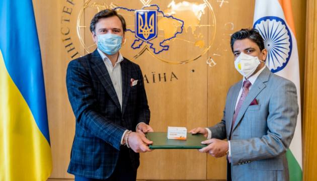 Індія передала Україні 30 тисяч таблеток противірусного препарату - МЗС