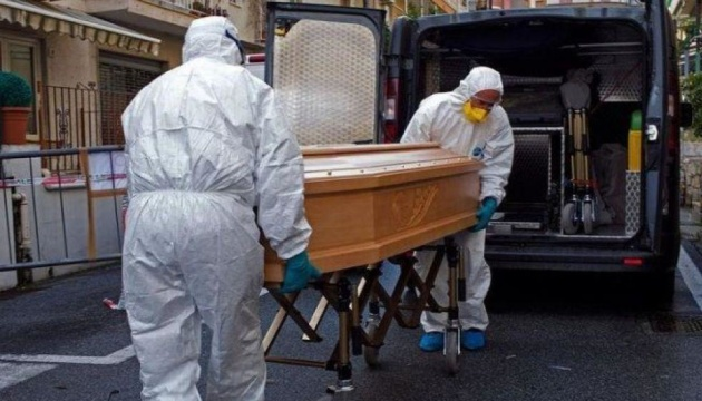 У Британії за добу зафіксували понад 400 смертей від COVID-19