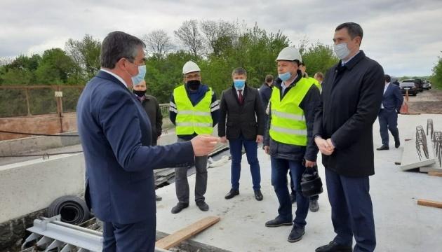 Вінниччина прозвітувала профільному міністру про ремонт доріг, мостів і вулиць