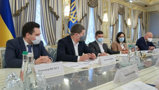 Зеленський хоче, аби по всій Україні був інтернет: Життя перейшло в онлайн