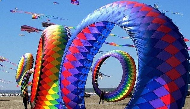 Міжнародний фестиваль повітряних зміїв перенесли на серпень