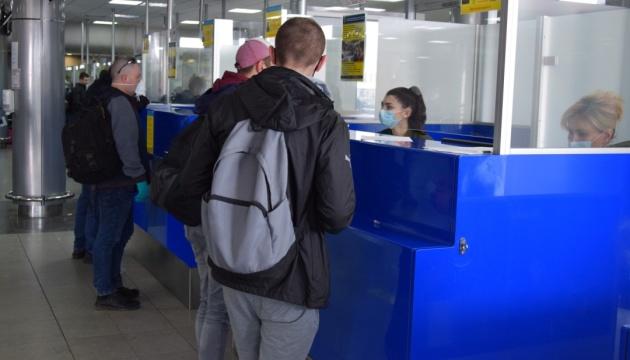 В Україну п'ятьма літаками евакуювали іще майже 800 громадян