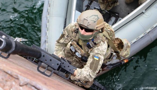 Штурм і абордаж корабля: спецназ ВМС провів навчання в Одеському порту