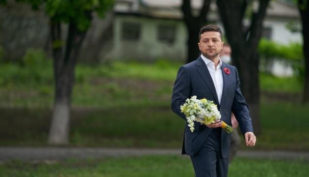 Зеленський звернувся до українців: Ми не робимо з війни культу