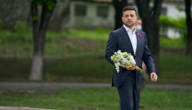 Zelensky commemorates victims of World War II on Ukraine-Russia border