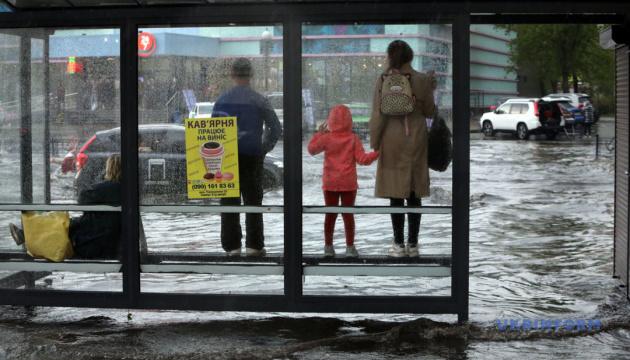 Київ у воді, карантинні послаблення й пікнік під ОП