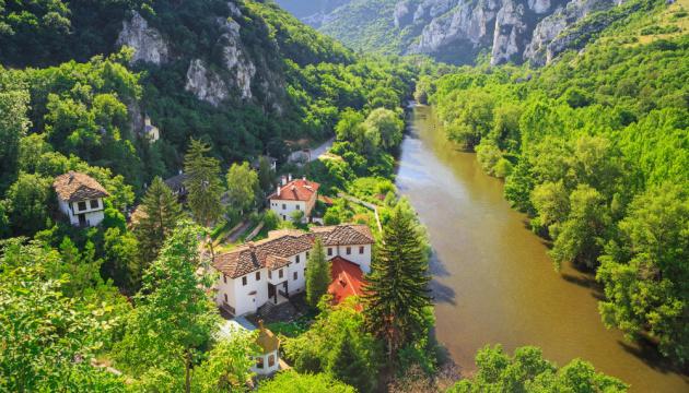 Болгарія дозволить туристичні поїздки країною з 13 травня