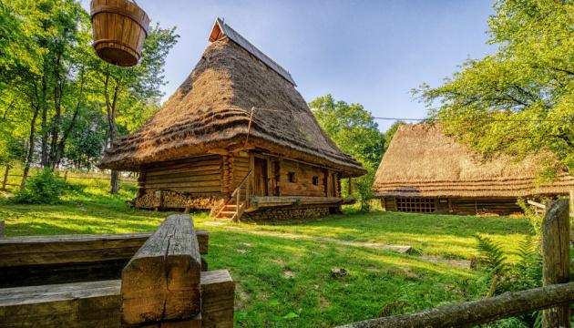 У Львові першими пустять відвідувачів
