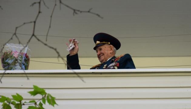 В Одесі військовий оркестр заграв для 99-річного ветерана-морпіха