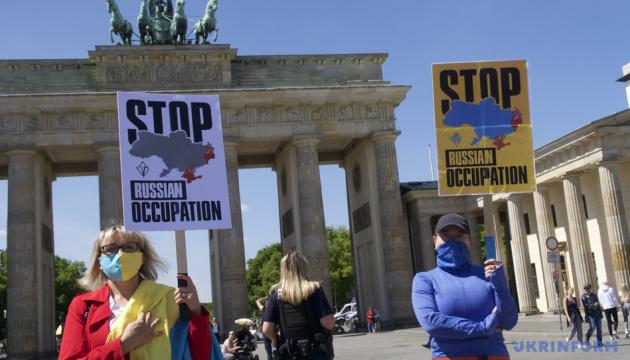 Українські активісти провели у Берліні акцію проти російської агресії