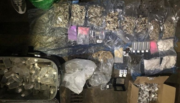 Столичні поліцейські вилучили у наркоділків