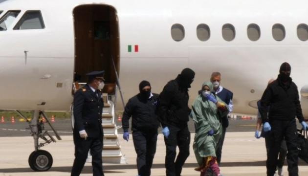 Похищенная в Кении итальянка вернулась домой после 18 месяцев плена