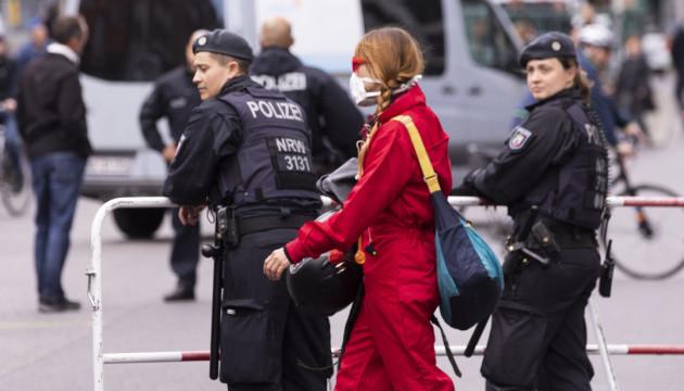 Німеччина: послаблення режиму й тривожна статистика