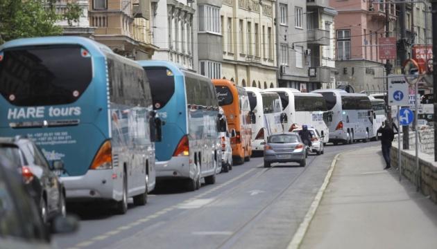 """У Сараєво турагентства провели """"парад автобусів"""" – вимагали державної підтримки"""