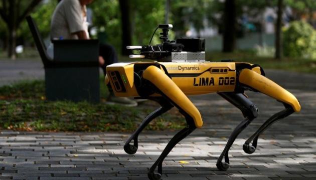 У Сінгапурі парки патрулюють роботи-пси – пильнують за дистанцією