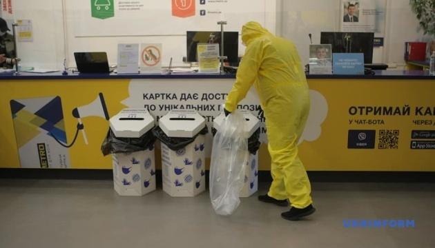У Києві запрацювали пункти прийому використаних масок і рукавичок