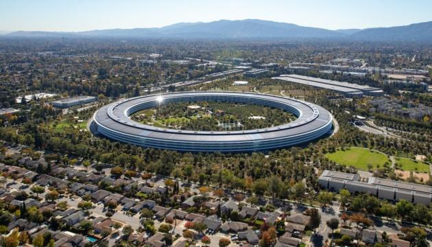 Apple хоче повернути працівників на роботу в офіси – Bloomberg