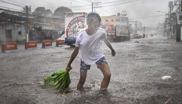 На Філіпінах вирує тайфун