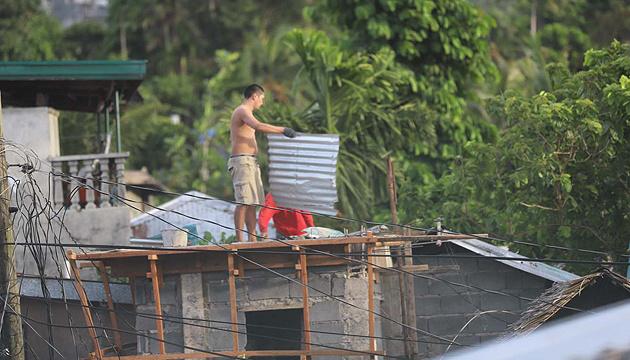 Тайфун накрив Філіппіни під час карантину - понад 140 тисяч евакуйованих