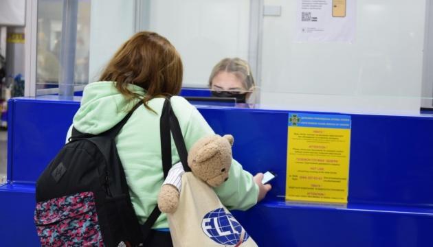 Евакуаційними рейсами повернулись з-за кордону ще понад 580 українців
