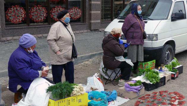 Стихійна торгівля у Києві: страх і безвихідь переплелися