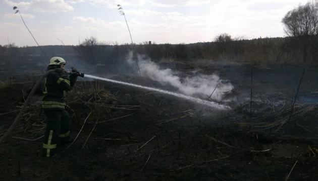 Рятувальники ліквідували загоряння торфу в одному зі столичних районів