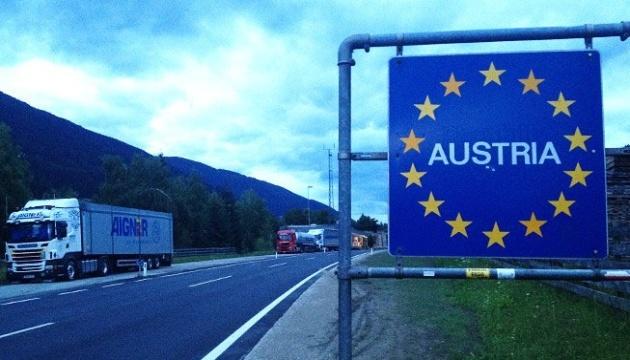 Австрія відкрила кордони з трьома країнами