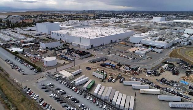 Заводу Маска у Каліфорнії офіційно дозволили запуститись на повну
