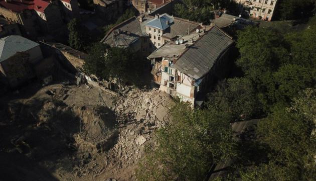 В Одесі готують демонтаж стіни та покрівлі будинку, де стався обвал