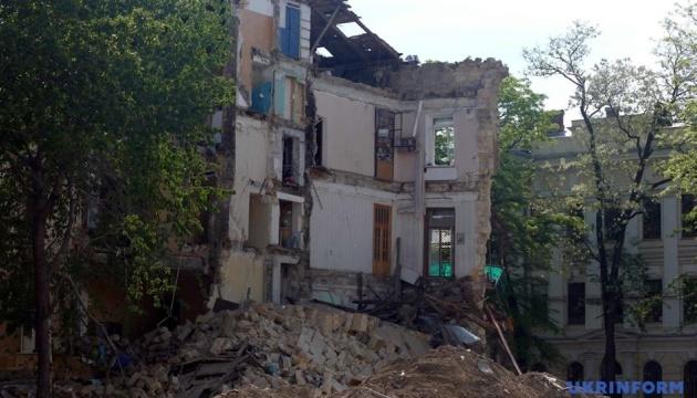 Після обвалу будинків житло у центрі Одеси перевірять на наявність тріщин