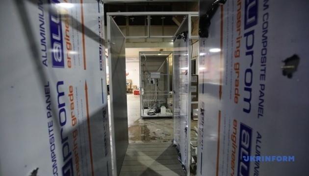 Crean una cabina túnel de desinfección en Járkiv