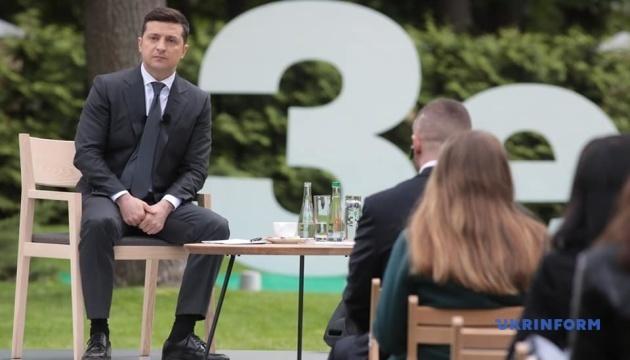 Пресс-конференция Зеленского под открытым небом длилась три часа