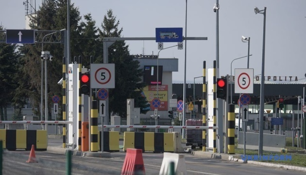 Ukraine reopens 66 checkpoints on borders with Poland and three more countries