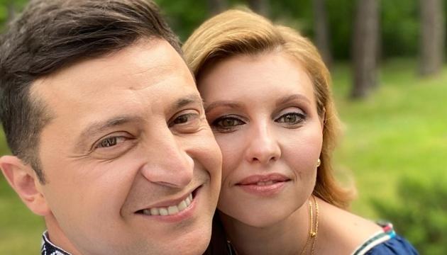 【ヴィシヴァンカの日】ゼレンシキー大統領夫妻、ヴィシヴァンカ写真公開