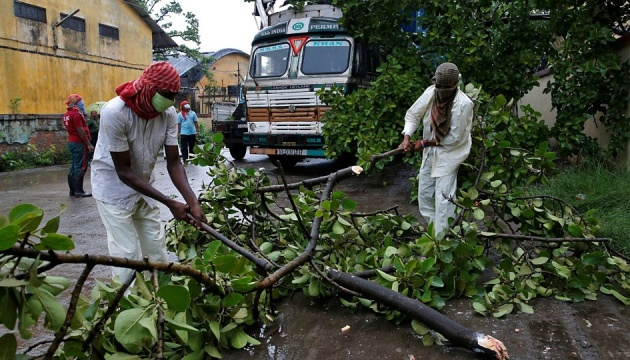 Кількість жертв циклону в Індії та Бангладеш зросла до 84