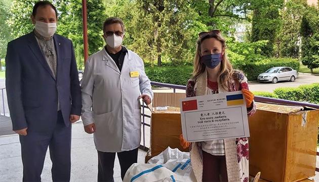 Франковская больница получила из Китая средства защиты для борьбы с COVID-19