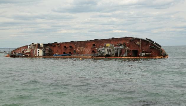 Забруднення узбережжя після витоку дизпалива з танкера Delfi ліквідували