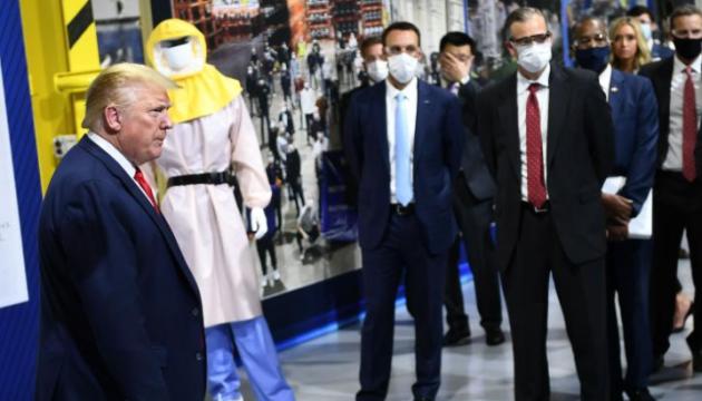 Прокуратура зробила попередження Ford через відвідування Трампом заводу без маски