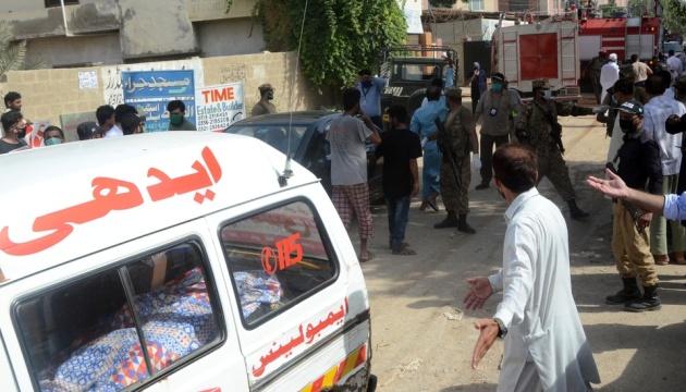 Крушение самолета в Пакистане: на борту было 107 человек, несколько выжили – СМИ