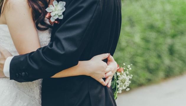 У Польщі хочуть дозволити весілля