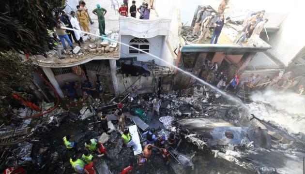 В авиакатастрофе в Пакистане выжили трое пассажиров