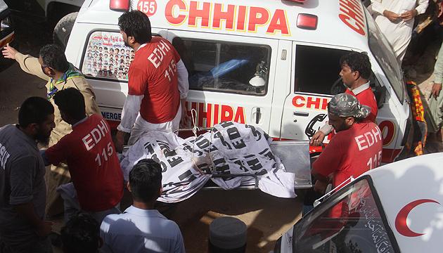 Вибух бомби у Пакистані: троє загиблих, четверо поранених