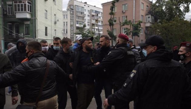 Поліція відкрила справу через петарди й димові шашки під офісом Медведчука