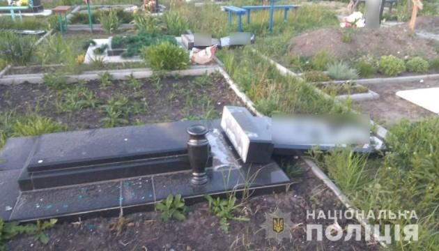 В Харьковской области дети ради развлечения повредили 13 могил