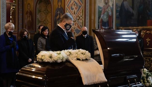 В Киеве простились с народным депутатом нескольких созывов Анатолием Матвиенко