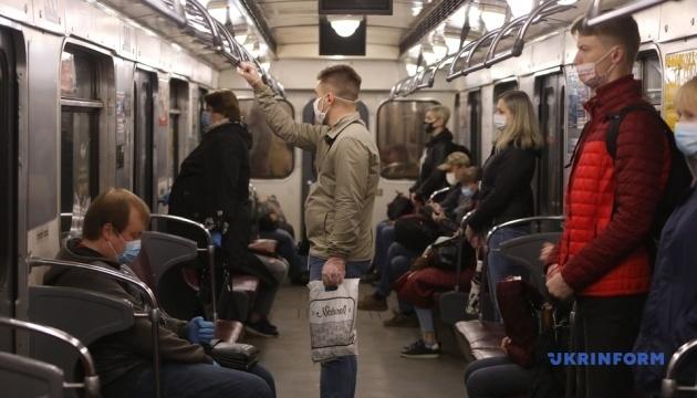 キーウ地下鉄 今日から再開 乗車はまばら