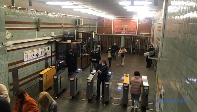 За первый день ослабления карантина киевским метро воспользовались 310 тысяч пассажиров