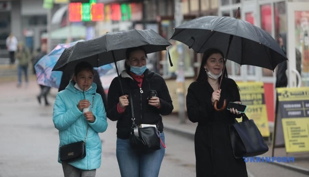 В Украине прогнозируют дожди, жару и сильный ветер