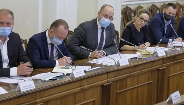 Кабмін доручив опрацювати питання відтермінування виплати дивідендів Укрзалізницею