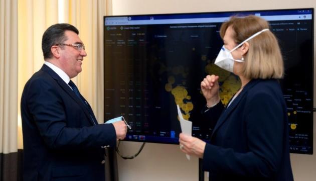 Данілов зустрівся з тимчасово повіреною у справах США в Україні